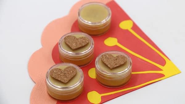 DIY Kosmetik – Natürlichen Lippenbalsam mit Bienenwachs selber machen