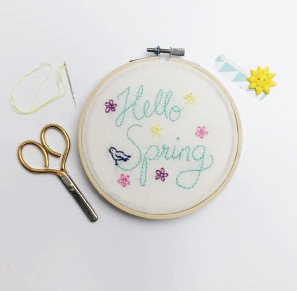 Hello Spring: Stickbild mit Vorlage