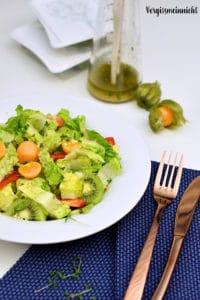 Fruchtiger Salat mit einem Kresse-Dressing