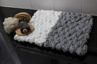 handgestrickte und gewebte Badematte