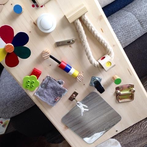 Beschäftigungsboard für Kleinkinder selberbauen