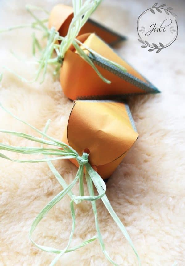 Schnelle Osterbastelei: Geschenktüten in Möhrenform