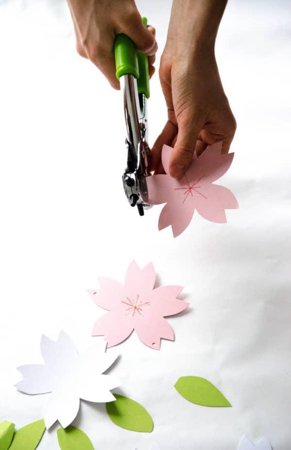 DIY-Papierblumen-Girlande zur Kirschblütenzeit