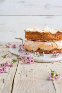 Rhabarber-Baiser Torte von den [Foodistas]