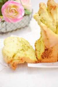 Pull-Apart-Bread mit Basilikumpesto
