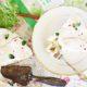 Rhabarberkuchen mit Zitronenmelisse und Kokoscreme