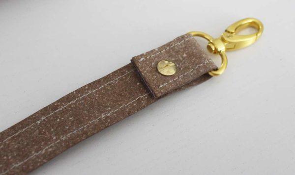 Mini-DIY: Taschenträger mit Buchschrauben fertigen