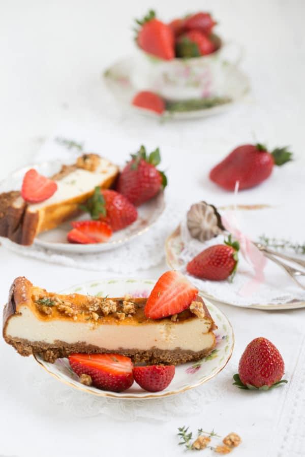 """""""Käsekuchen mit Erdbeeren und Thymian Krokant!"""" [Göttlich]"""
