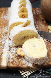 Bananen-Kokos-Biskuitrolle mit Puddingcreme