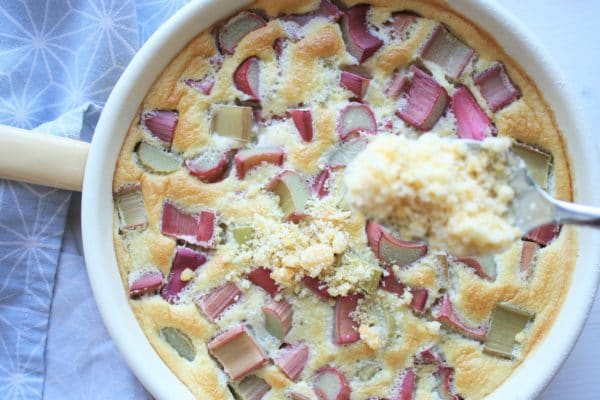 Rhabarber-Clafoutis mit Streusel | Kuchenrezept