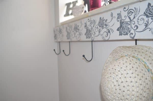 garderobe selber bauen aus einem holzst ck handmade kultur. Black Bedroom Furniture Sets. Home Design Ideas