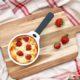 Omas Rezept: Grieß-Auflauf mit frischen Erdbeeren