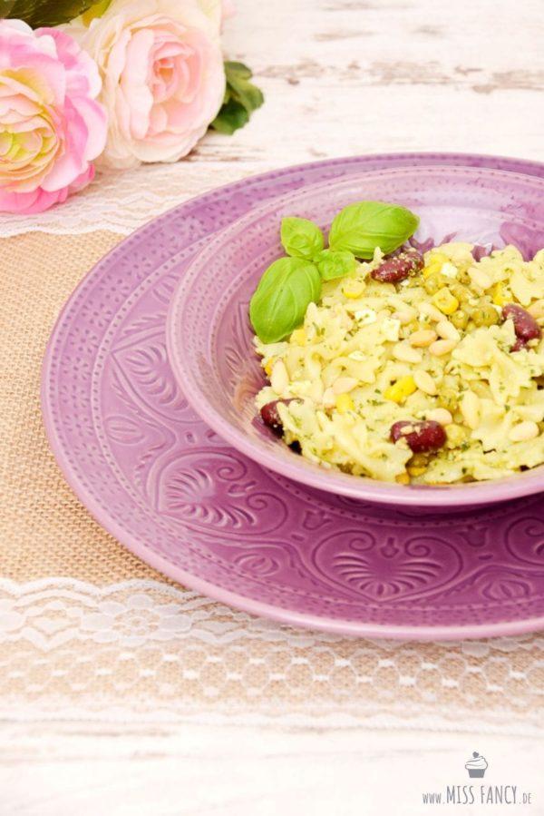 Pesto-Salat mit Nudeln