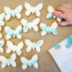 Sommerleckerei: selbst bemalte Schmetterlingskekse