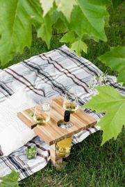 PICKNICKTISCH / WEINHALTER AUS SCHNEIDEBRETT- IKEA HACK