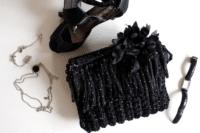 Boho-Häkel-Clutch in schwarz-weiß