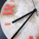 DIY Beton Uhr mit Ziffern aus Bügelperlen