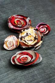 Upcycling: Stoffblüten aus Polyester