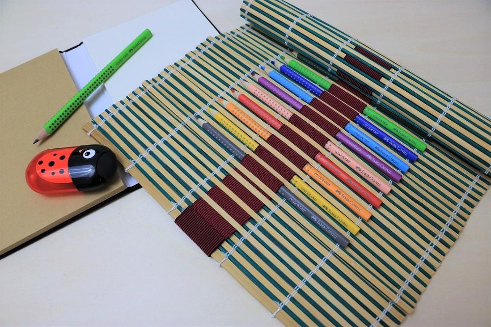 do what wie du kreativit t f rderst eine diy bambusmatten stifte aufbewahrung handmade kultur. Black Bedroom Furniture Sets. Home Design Ideas