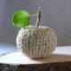Dekorationsobjekt Apfel - gehäkelt und genäht