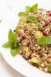 Quinoasalat mit Kichererbsen, Trauben und Granatapfel [Birgit D]