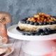 Veganer No-Bake-Cheesecake mit karamellisierten Nüssen