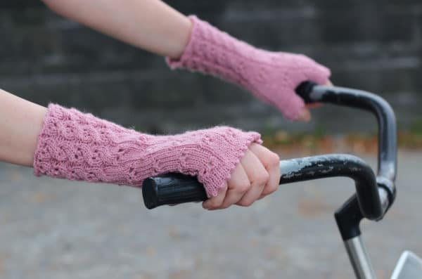 """Trendige Armstulpen """"Änni"""" stricken mit dem Sockenwunder"""