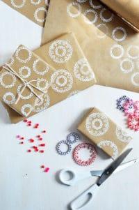 DIY Bedrucktes Geschenkpapier aus Bügelperlen