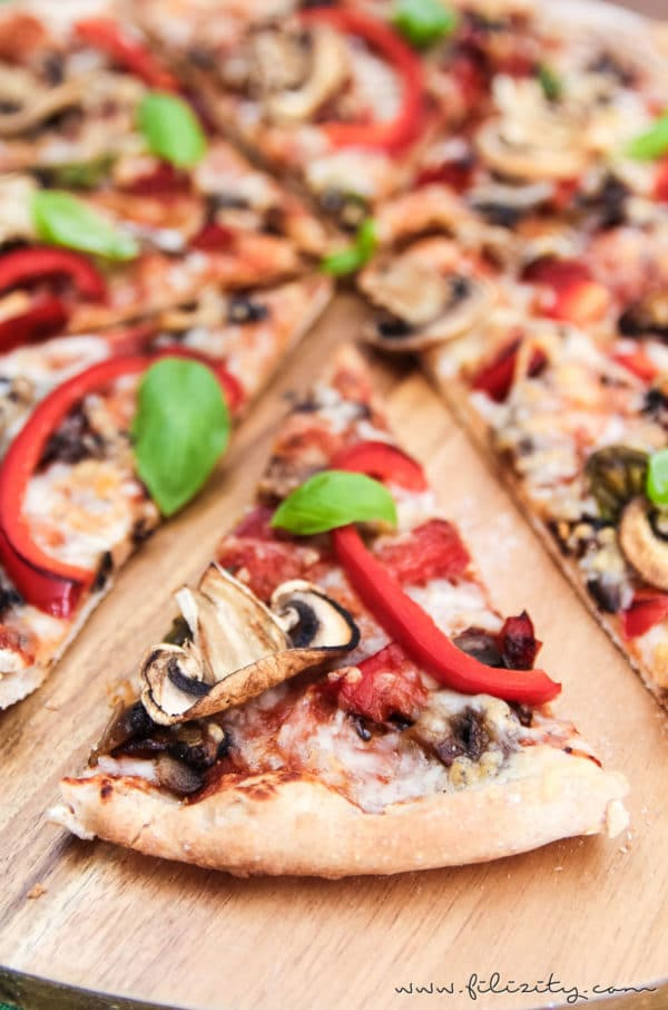 veggie pizza wie von der pizzeria handmade kultur. Black Bedroom Furniture Sets. Home Design Ideas