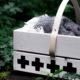 Picknickkorb aus Obstkiste basteln - mit Lederdetails