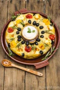 No-Knead Partybrot gefüllt mit Tomaten, Knoblauch, Käse & mehr [Birgit D]