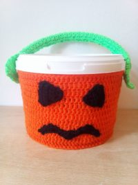 Gruseliges Halloween Kürbis Eimer häkeln