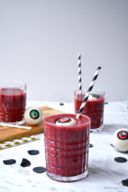 Bloody Eyeball Halloween Cocktail + Videotutorial