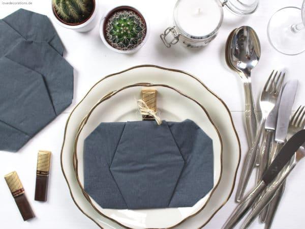 DIY Serviette falten: Kürbis