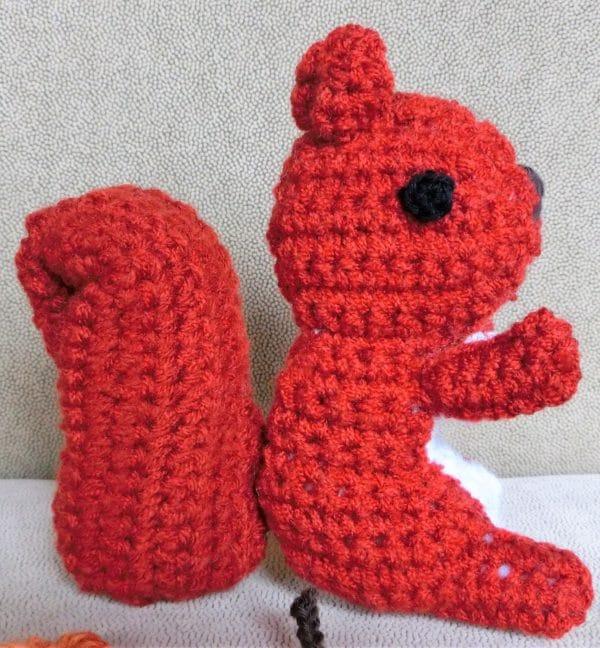 Eichhörnchen Und Igel Als Herbstdekoration Handmade Kultur