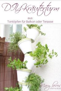 DIY-Kräuterturm aus Tontöpfen für den Balkon