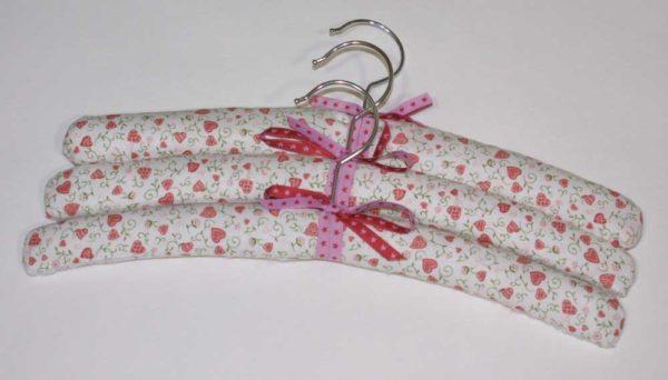 Hübsch aufhängen - Kleiderbügel mit Stoff beziehen