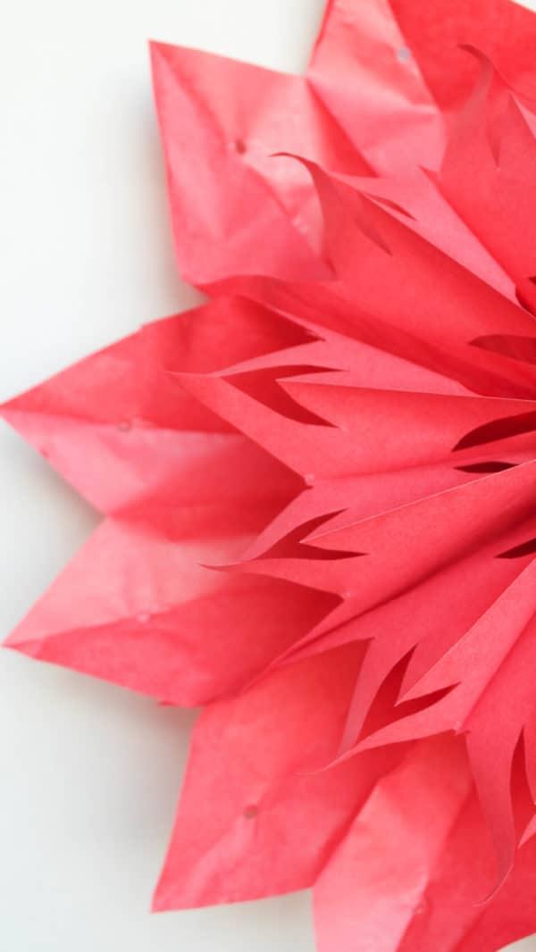 Sterne aus roten Butterbrottüten
