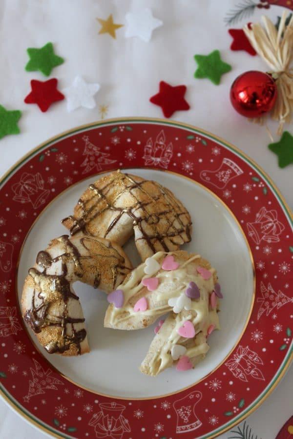 Goldige Glückskekse aus der Weihnachtsbäckerei