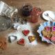 Weihnachtsplätzchen aus Filz gefüllt mit Marmelade