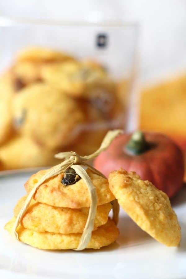 Kürbis Cookies mit weißer Schokolade und Kürbiskernen