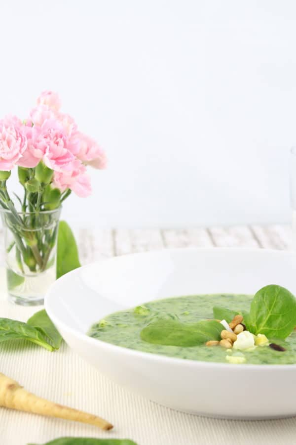 Pastinaken-Spinat-Suppe mit Ei