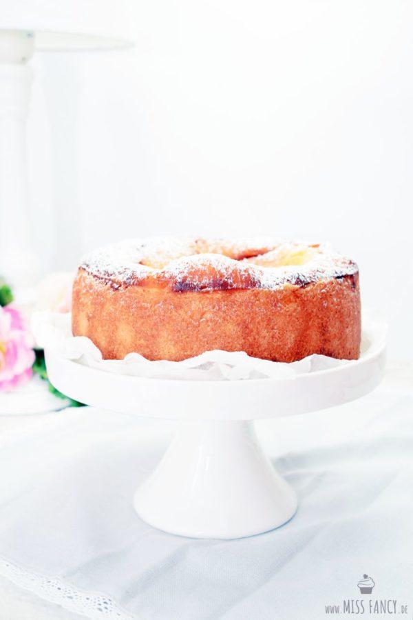 Kleiner Quarkkuchen mit einem Touch Orange