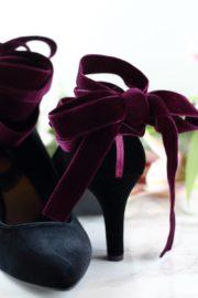 DIY Designer-Schuhe – So wertet ihr schlichte Samtpumps elegant auf