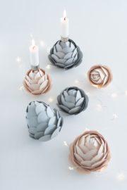 Papier-Tannenzapfen als Kerzenhalter