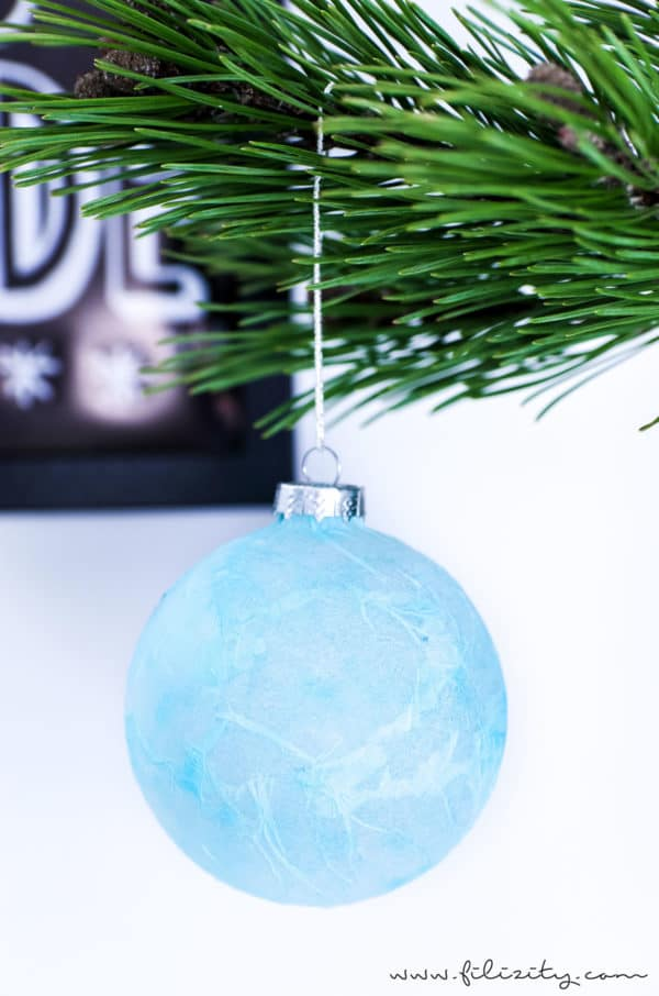 DIY Christbaumkugeln mit Serviettentechnik