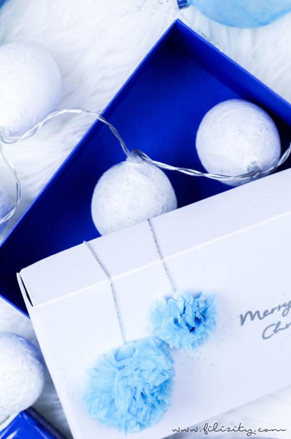 Geschenkverpackung mit Taschentuch-Bommeln