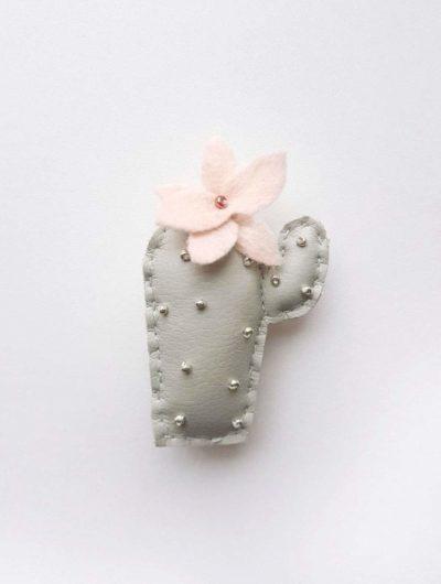 Kaktus Anstecker/Pin Emmy (graugrün)