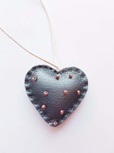 Herz Schlüsselanhänger klein grau Kunstleder