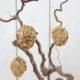 Ostereier mit Holzstückchen basteln
